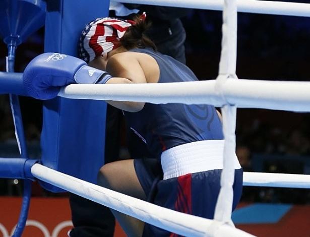 A norte-americana Marlen Esparza aparece concentrada antes do duelo contra Karlha Magliocco, pelo peso mosca