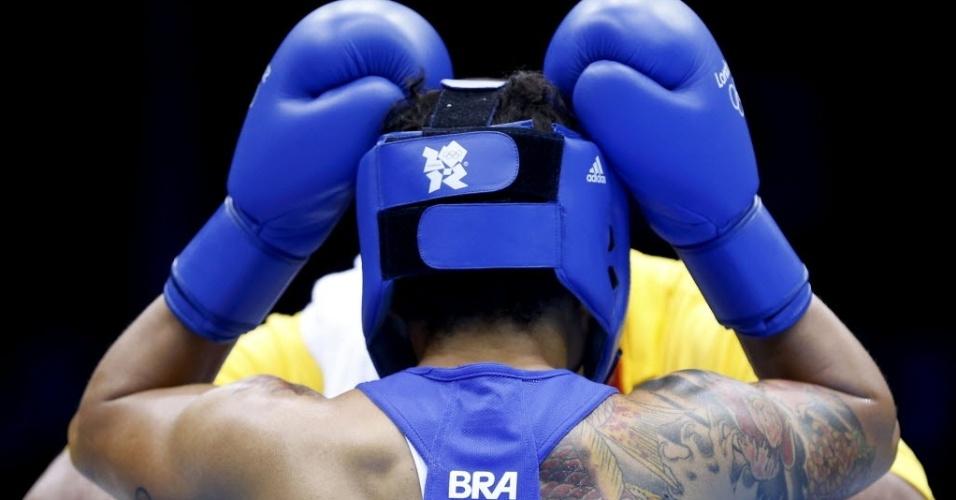 Adriana Araújo é clicada na entrada da sua luta de quartas de final em Londres; baiana venceu e garantiu medalha