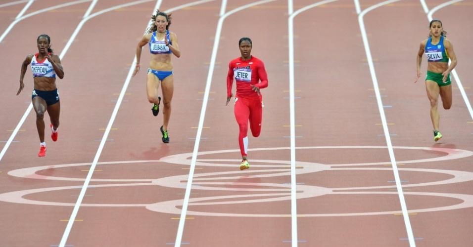 Ana Claudia Lemos (dir) não conseguiu classificação para a semifinal dos 200 m rasos