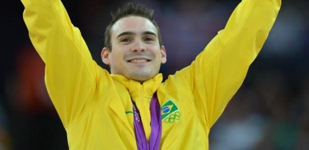Arthur Zanetti comemora a conquista da medalha de ouro após vitória na prova das argolas