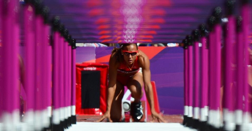 Atletas dos Estados Unidos, LoLo Jones se prepara para prova dos 100 m com barreiras