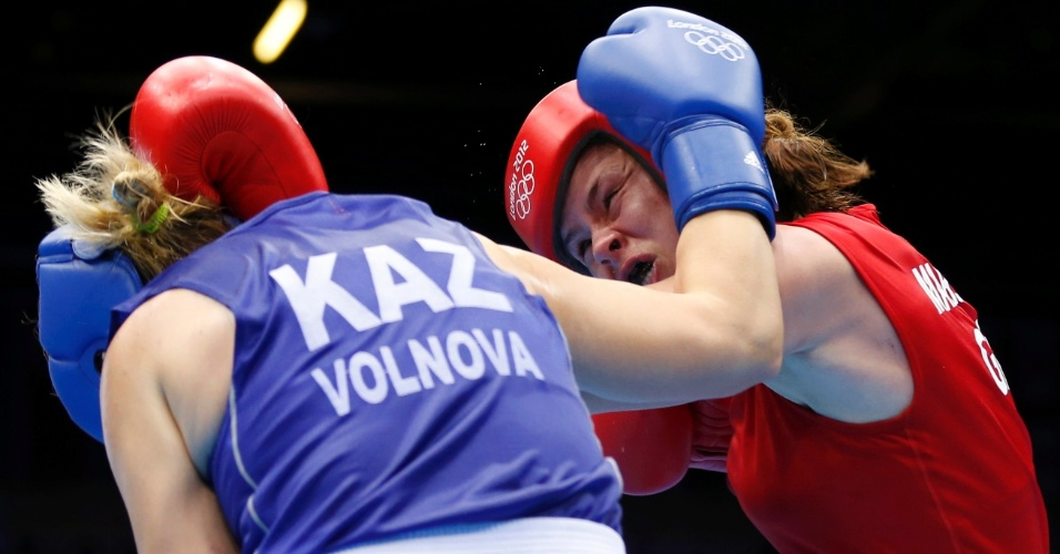 Britânica Savannah Marshall duela contra cazaque Marina Volnova, em luta válida pelas quartas de final do peso médio (até 75kg)