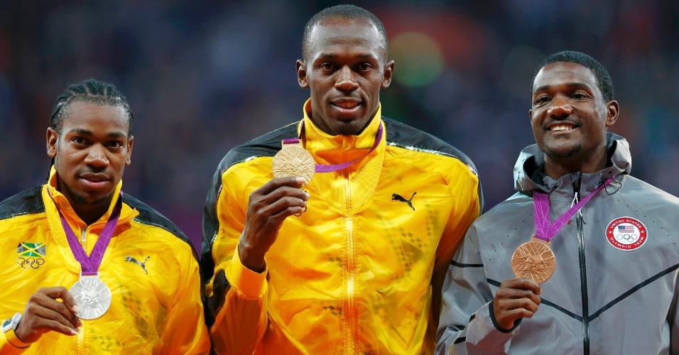 Da esquerda para direita, Yohan Blake, Usain Bolt e Justin Gatlin exibem medalhas conquistas na prova dos 100 m rasos