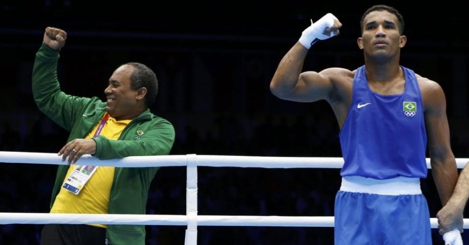 Esquiva Falcão comemora a vencer o húngaro Zoltan Harcsa e garantir ao menos o bronze nos Jogos de Londres