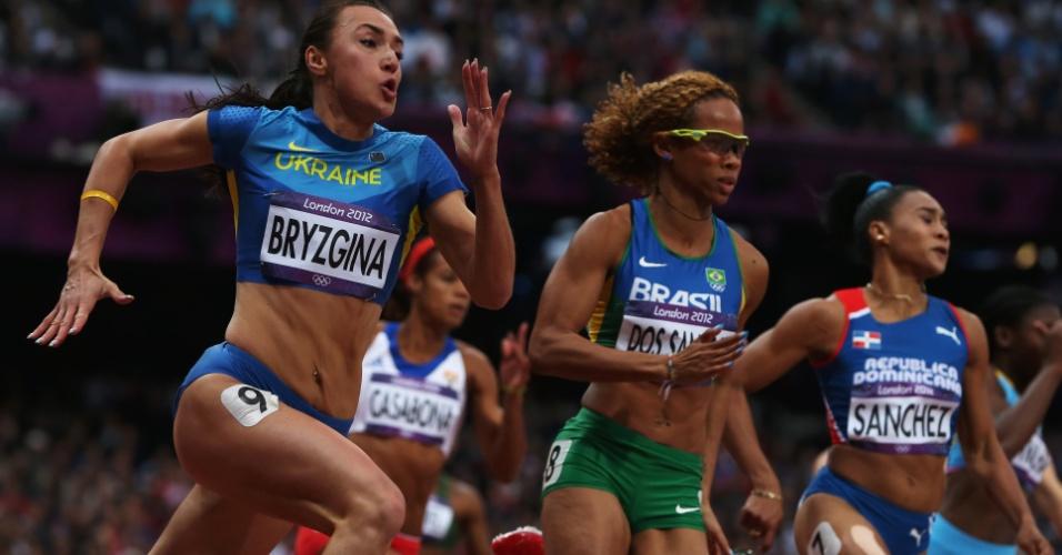 Evelyn dos Santos (c) disputa a semifinal dos 200 m rasos nos Jogos Olímpicos de Londres