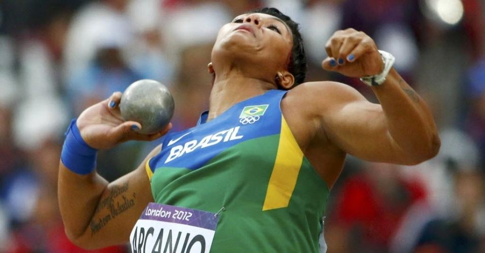 Geisa Arcanjo compete durante a disputa do arremesso de peso nos Jogos de Londres