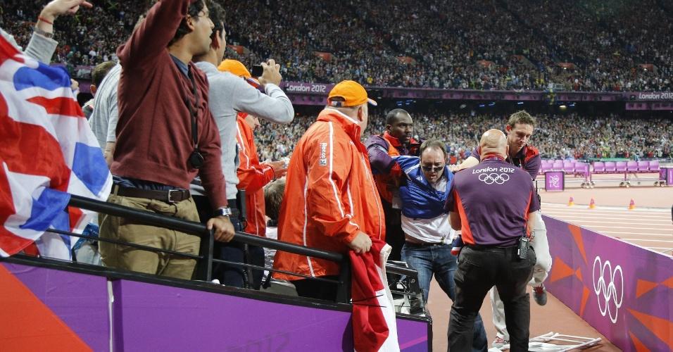 Homem é preso por jogar uma garrafa na pista, instantes antes da largada dos 100 m rasos, no domingo; Usain Bolt foi o campeão, com recorde olímpico