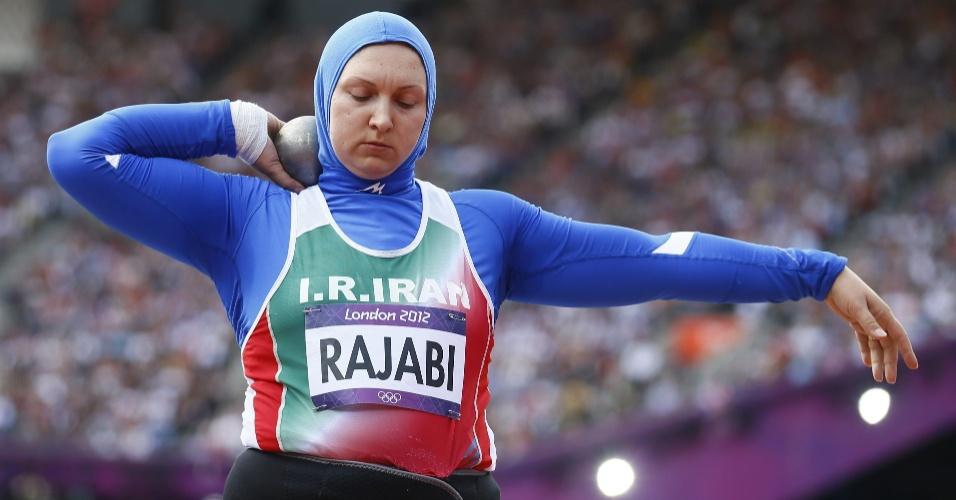 Iraniana Leyla Rajabi compete na eliminatória dos arremesso de peso