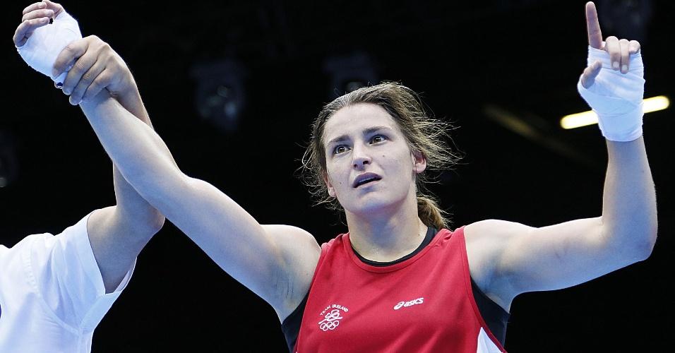 """Irlandesa Katie Taylor comemora vitória para a Irlanda, em um """"clássico"""" contra o Reino Unido no boxe"""