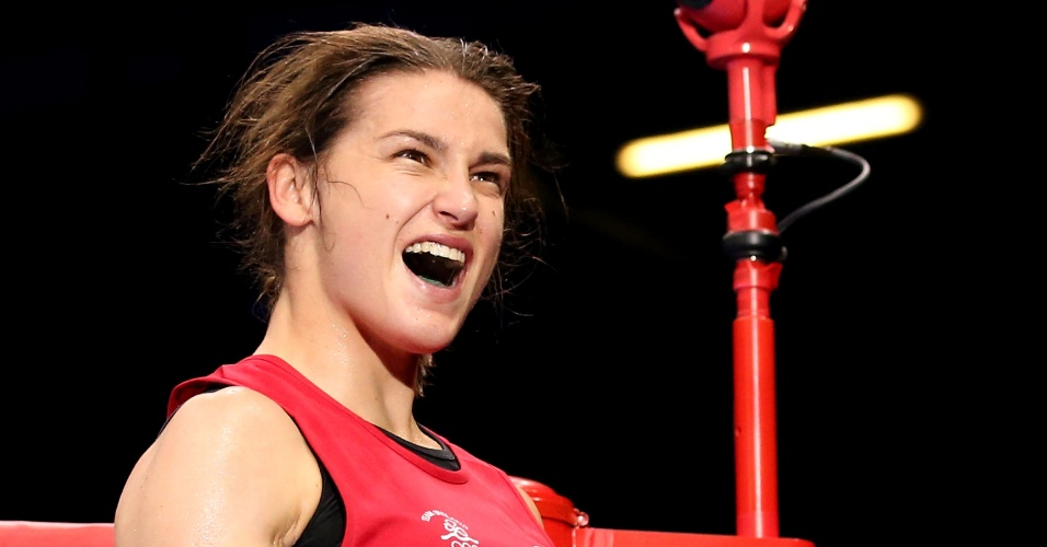 Irlandesa Katie Taylor comemora vitória para a Irlanda, em um