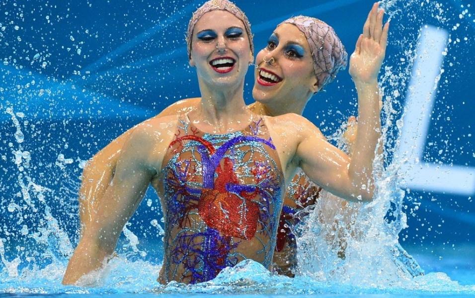 Lara Teixeira e Nayara Figueira participaram do segundo dia de disputas do nado sincronizado em Londres