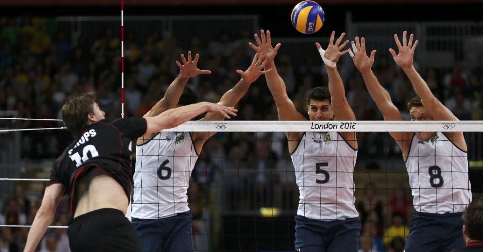 Leandro Vissotto, Sidão e Murilo armam bloqueio triplo no duelo contra a Alemanha