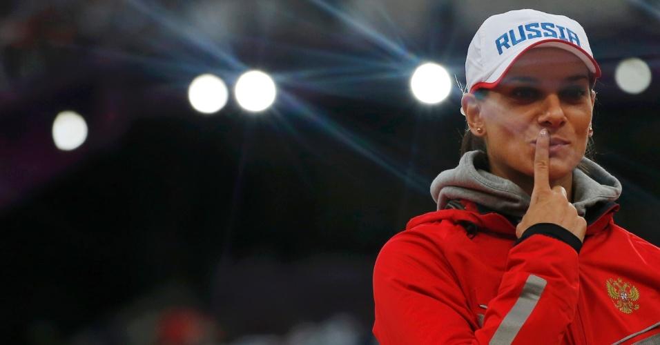 Musa Yelena Isinbayeva mostra confiança antes de disputar final olímpica do salto com vara, em Londres
