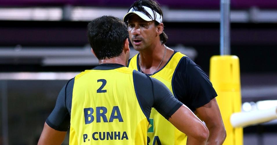 Ricardo e Pedro Cunha comemoram ponto da dupla brasileira durante partida contra alemães