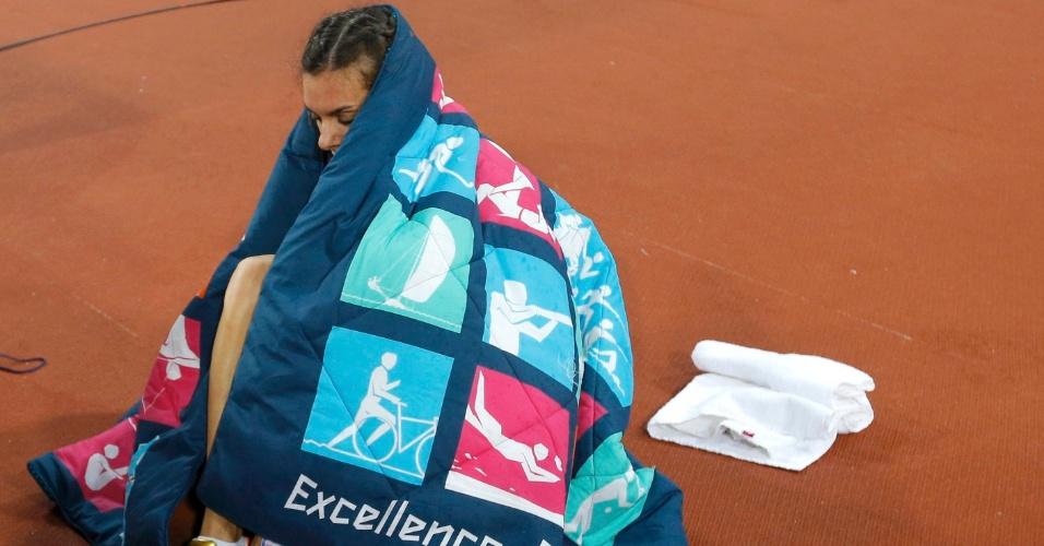 Russa Yelena Isinbayeva fica pensativa após falhar na final olímpica do salto com vara