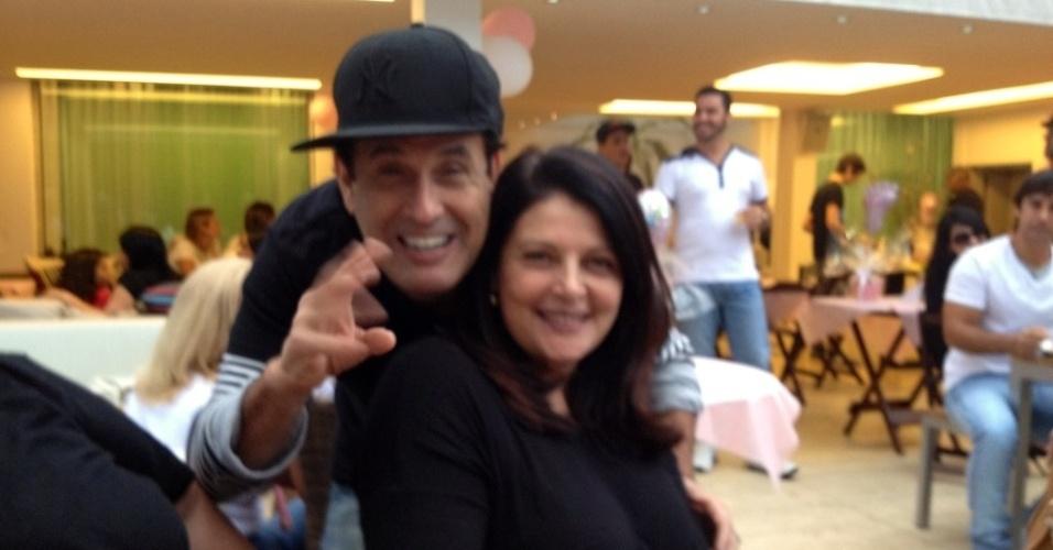 Sônia Lima divulga imagem ao lado de Sérgio Mallandro (6/8/2012)