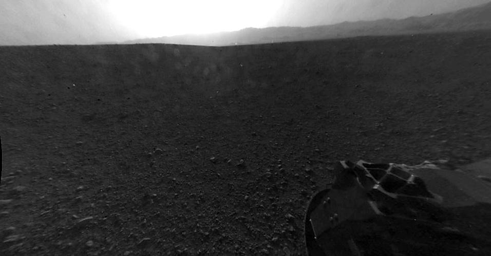 7.ago.2012 - A imagem em alta resolução, divulgada pela Nasa (agência espacial americana), mostra uma das primeiras imagens obtidas pelo robô Curiosity