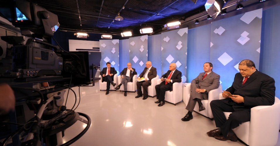 7.ago.2012 - Candidatos à Prefeitura de Caxias do Sul (RS) participam de debate na TVCOM na noite desta segunda-feira (6). Esse foi o primeiro encontro dos concorrentes para o pleito deste ano em uma emissora de televisão