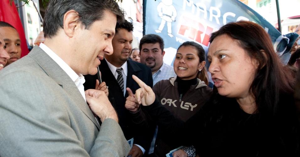 7.ago.2012 -  O candidato a prefeitura de São Paulo pelo PT, Fernando Haddad, participa de caminhada no bairro do Bom Retiro