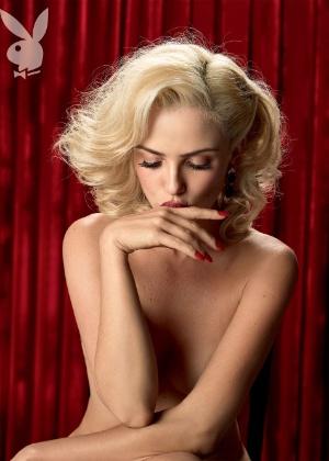 """A atriz Nathália Rodrigues, a Natascha de """"Gabriela"""", estampa a capa da revista """"Playboy"""" do mês de agosto. A publicação chega às bancas nesta terça-feira (7/8/12)"""