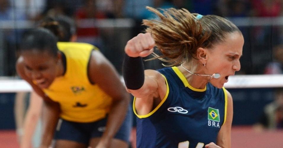 A líbero Fabi vibra muito com a vitória do Brasil contra a Rússia pelas quartas de final