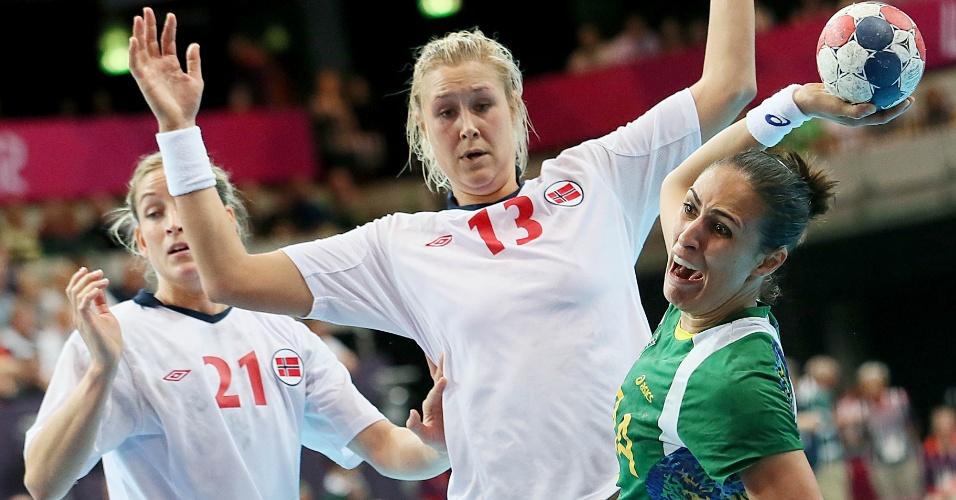 Brasil e Noruega se enfrentaram nas quartas de final dos Jogos Olímpicos. Norueguesas chegaram a estar seis bolas atrás, mas venceram por dois gols de diferença