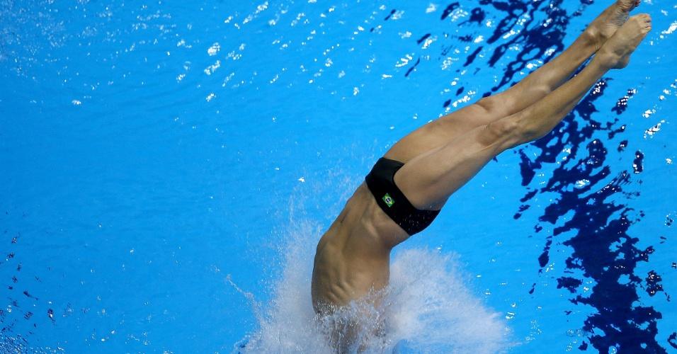 Brasileiro Cesar Castro realiza salto em semifinal do trampolim de 3m dos Jogos Olímpicos. Ele foi eliminado