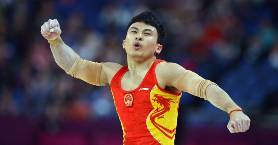 Chinês Feng Zhe comemora ao finalizar sua série nas barras paralelas; o asiático ficou com a medalha de ouro