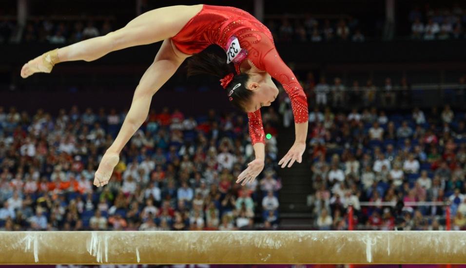 Chinesa Sui Lui se apresenta na final de trave; a asiática levou a medalha de prata na prova e fez dobradinha com Deng Linlin