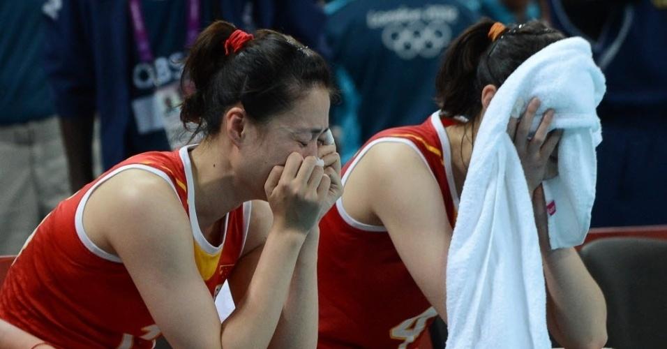 Chinesas choram após a derrota para o Japão em Londres