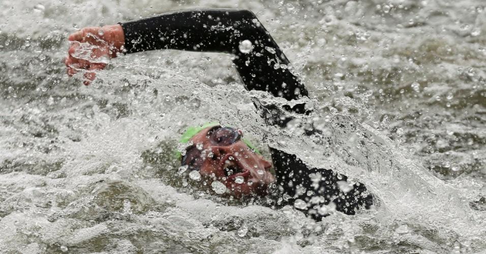 Diogo Sclebin disputa primeira parte do triatlo dos Jogos Olímpicos. Brasileiro terminou na 44ª posição