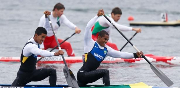 Erlon Silva e Ronilson Oliveira disputam prova durante eliminatórias de canoagem velocidade