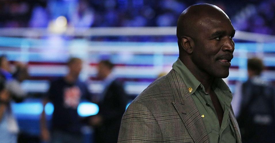 Ex-campeão dos pesos pesados Evander Holyfield chega à na Excel Arena de Londres para acompanhar lutas no boxe olímpico