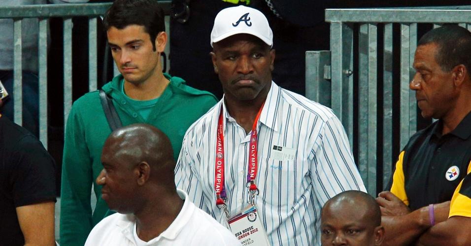 Ex-campeão dos pesos pesados Evander Holyfield prestigia partida entre Estados Unidos e Argentina, no torneio olímpico de basquete masculino