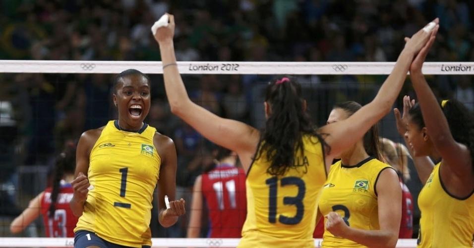 Fabiana (nº1) vibra com ponto na partida contra a Rússia pelas quartas de final dos Jogos de Londres