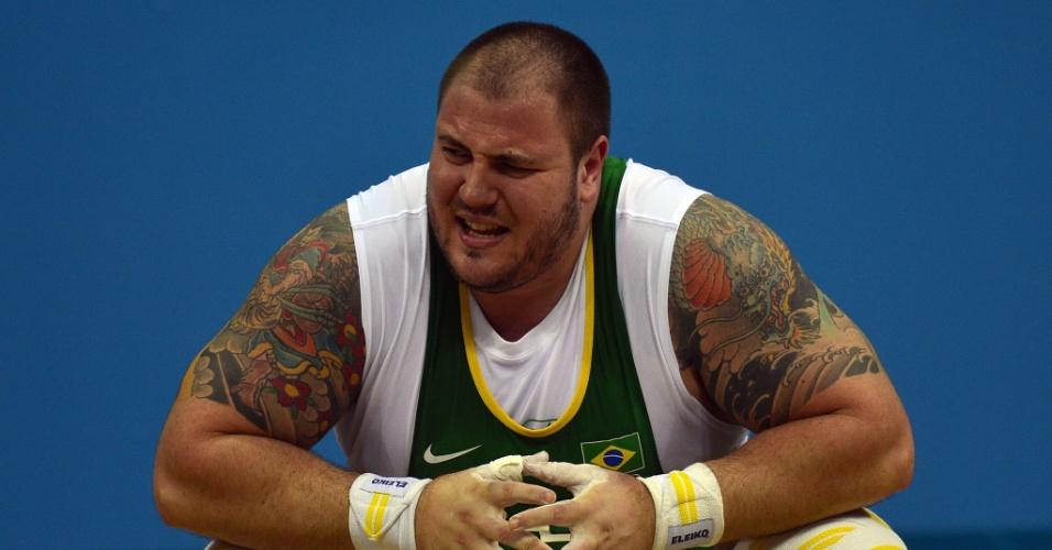 Fernando Saraiva Reis lamenta ao falhar em tentativa de levantar na prova de resistência do levantamento de peso