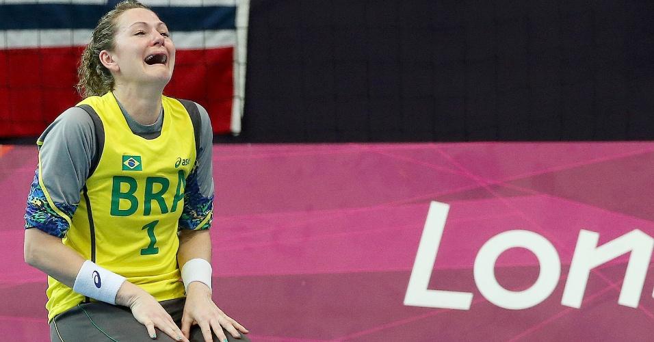 Goleira Chana chora após término do jogo contra a Noruega, que eliminou o Brasil da Olimpíada