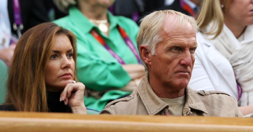 Golfista Greg Norman e sua esposa Kirsten Kutner acompanham partida entre Andy Murray e Stanislas Wawrinka, no torneio de simples masculino