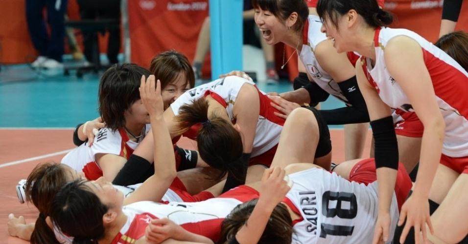 Japonesas comemoram classificação para as semifinais do vôlei em Londres