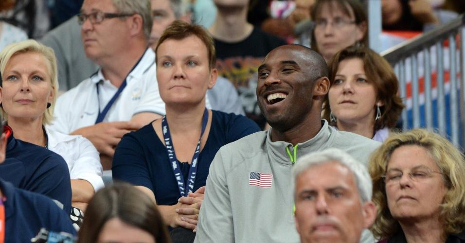 Kobe Bryant acompanha duelo entre Estados Unidos e Brasil, pelo torneio feminino de basquete dos Jogos Olímpicos de Londres