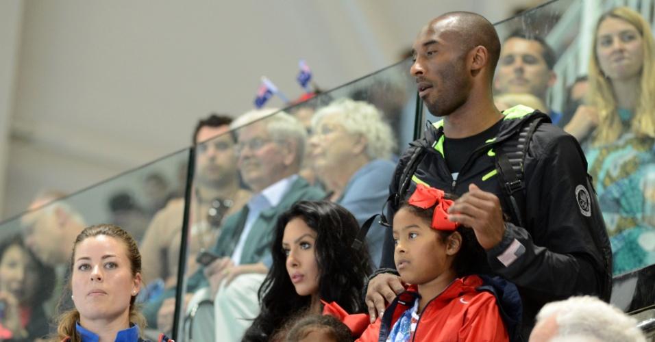 Kobe Bryant acompanha final masculina do revezamento 4x100 m medley dos Jogos de Londres