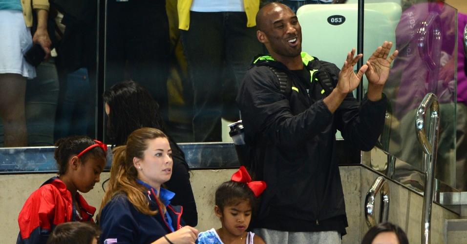 Kobe Bryant marcou presença no Parque Aquático de Londres para ver a final do revezamento 4x100 m medley