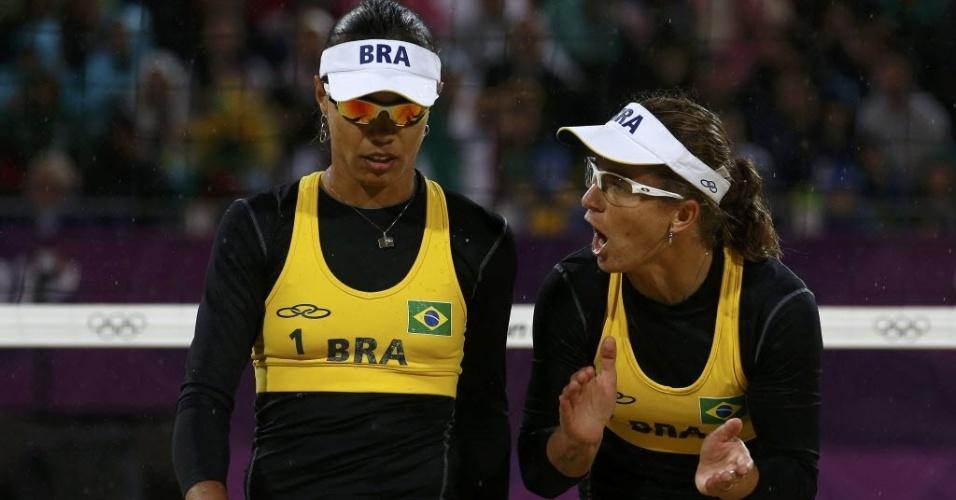 Larissa grita com Juliana durante a derrota das brasileiras na semifinal da Olimpíada