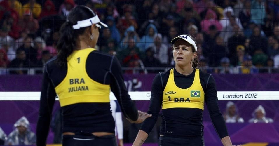Larissa reclama com Juliana durante derrota das brasileiras para April Ross e Jennifer Kessy