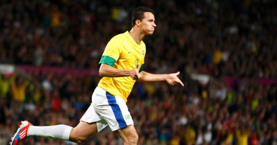 Leandro Damião comemora seu gol na partida contra a Coreia do Sul na semifinal dos Jogos Olímpicos de Londres