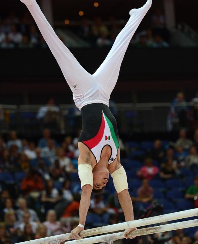 Mexicano Daniel Corral Barron se apresenta na final de barras paralelas no último dia da ginástica artística em Londres