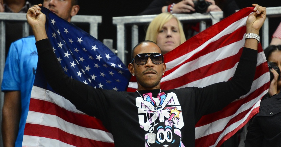 O cantor Ludacris acompanha duelo entre a seleção norte-americana de basquete masculino e a Argentina