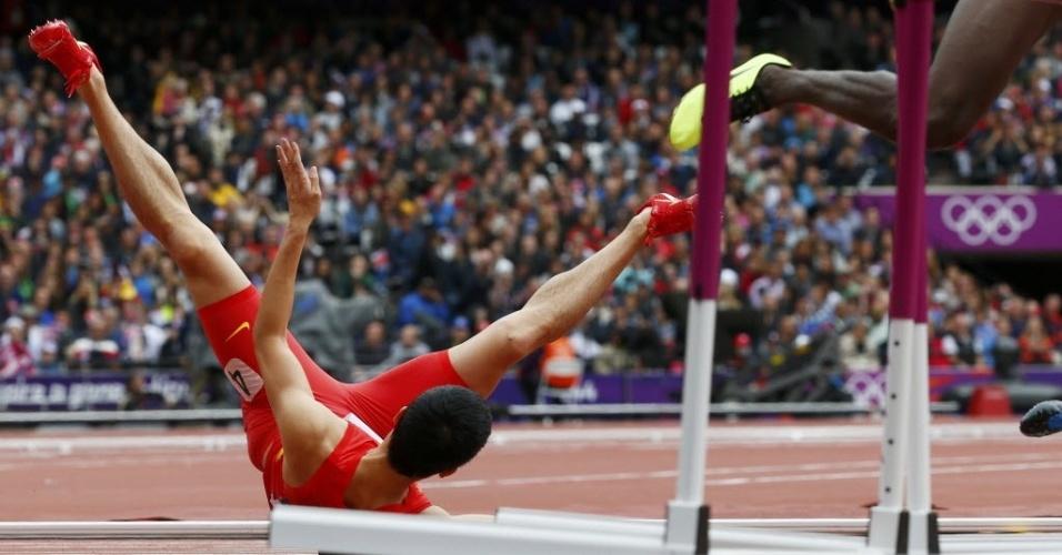 O chinês Liu Xiang caiu logo na primeira barreira na disputa dos 110 m em Londres