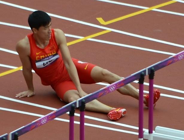O chinês Liu Xiang sofreu uma queda ainda na primeira barreira em prova em Londres