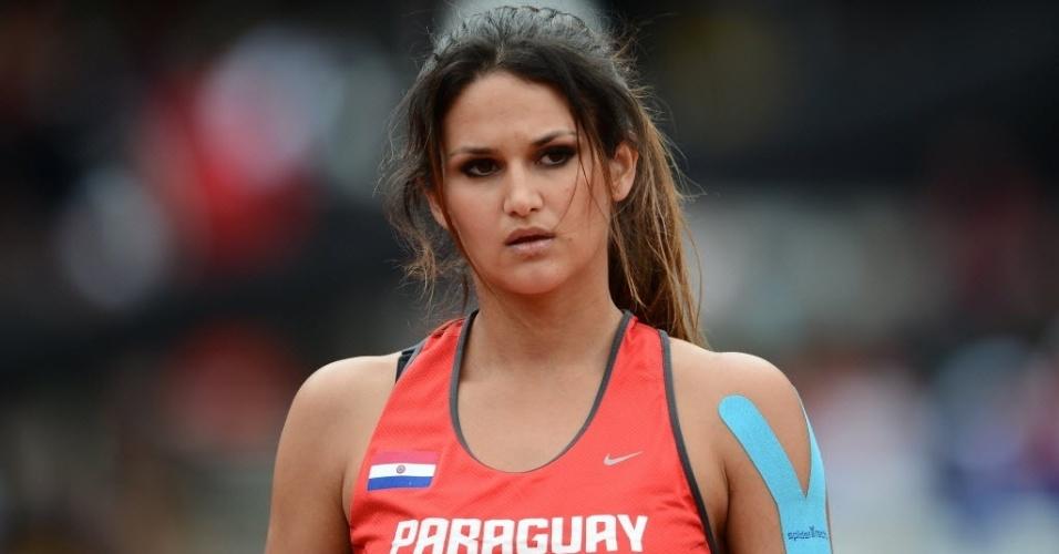 Paraguaia Leryn Franco aguarda para competir no lançamento de dardo nos Jogos de Londres